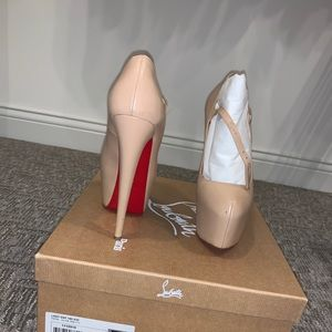 Christian Louboutin Lady Def 160 Nude
